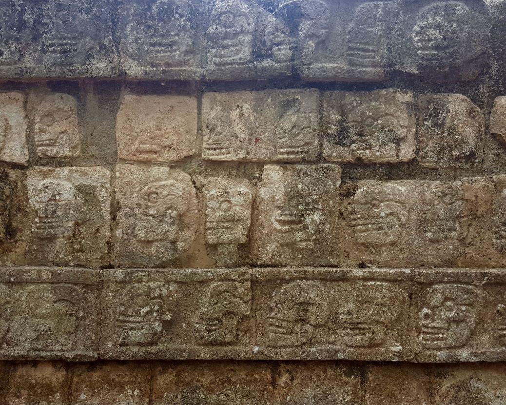 Chichen Itza, Plataforma de las Aguilas y de los Jaguares.